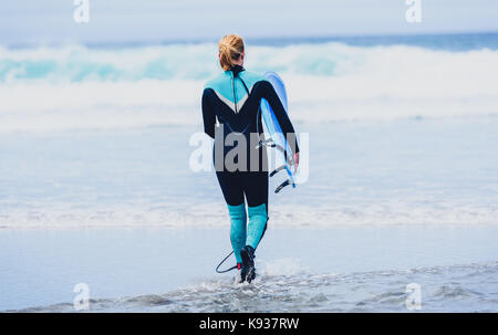 ragazza surfer dating