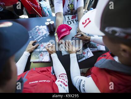Motorsports: DTM 08 spielberg 2017, autogrammstunde - sessione di autografi, Nico Müller | verwendung weltweit Foto Stock