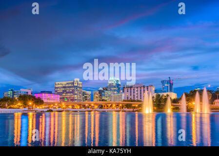Orlando, Florida, Stati Uniti d'America skyline sul lago al tramonto.