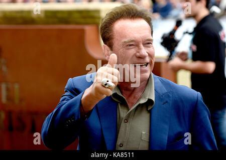 San sebastian, Spagna. Xxv Sep, 2017. Arnold Schwarzenegger è visto arrivare al sessantacinquesimo san sebastian Foto Stock