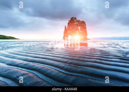 Basalto hvitserkur stack Foto Stock