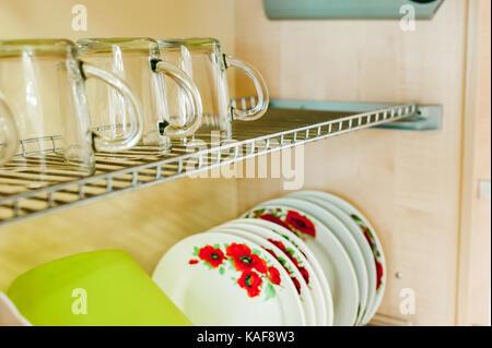 Credenza Per Stoviglie : Mobile da cucina o credenza per piatti foto immagine stock