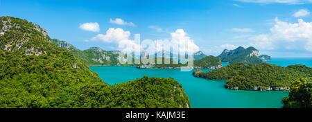 Tropical nel gruppo di isole Ang Thong National Marine Park, Thailandia. Vista dall'alto. Panorama del paesaggio. Foto Stock