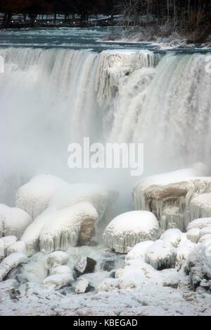 American Falls, una parte delle cascate del Niagara, in inverno Foto Stock