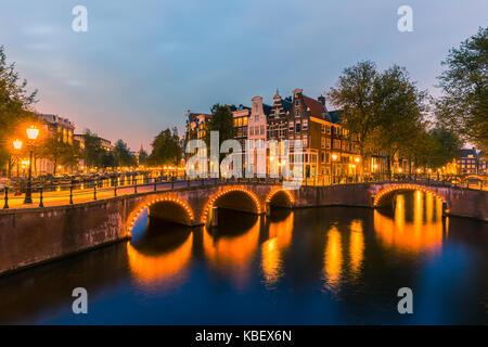 Una serata sui canali vicino il Keizersgracht in amsterdam, Paesi Bassi.