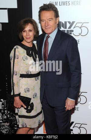 New york, ny, Stati Uniti d'America. 28 Sep, 2017. bryan cranston e robin dearden assiste 55th new york film festival Foto Stock