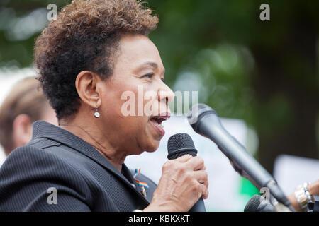 Congressista Barbara Lee, XIII quartiere congressuale di Oakland, California, parlando per la salute della donna dibattito sulla Capitol Hill - Washington DC USA