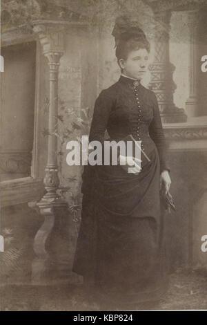 American archivio studio monocromatica fotografia ritratto di una donna che indossa un cappello e scuro di alta Foto Stock