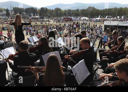 Crimea, Russia. Il 30 settembre, 2017. i musicisti si esibiscono al winefest vendemmia e vinificazione festival Foto Stock