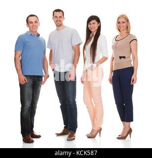Ritratto di felice amici isolati su sfondo bianco