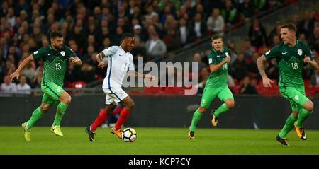Raheem Sterling di Inghilterra durante la Coppa del Mondo FIFA Qualifier match tra Inghilterra e Slovenia allo Stadio di Wembley a Londra. 05 Ott 2017 Foto Stock