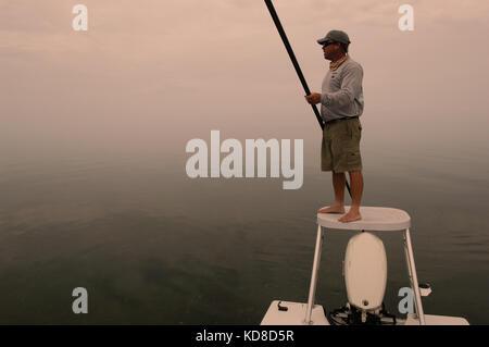 I pescatori pesca a mosca per tarpon bonefish e permettere in Florida Keys vicino a Key West e Maratona Foto Stock