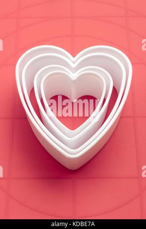 Il simbolo del cuore di cookie cutters Foto Stock