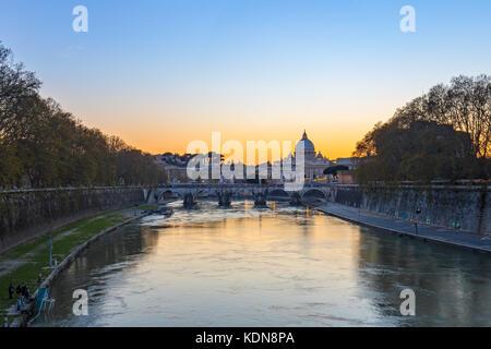 Vista tramonto dello Stato della Città del Vaticano a Roma, Italia. Foto Stock