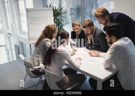 Il gruppo di architetti che lavorano sulla riunione di affari Foto Stock