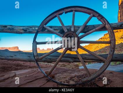 La Monument Valley è una regione dell'altopiano del Colorado caratterizzato da un cluster di arenaria vasto buttes Foto Stock