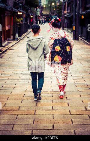 Una maiko in Gion, Kyoto Foto Stock