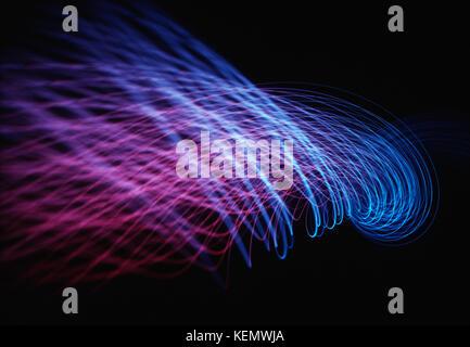 3d'illustrazione, linee di energia che rappresentano il passaggio di dati attraverso il cloud computing. Foto Stock