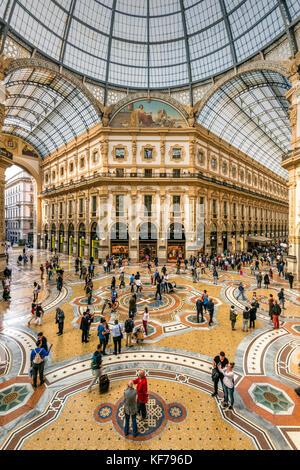 Galleria Vittorio Emanuele II shopping mall, Milano, Lombardia, Italia Foto Stock