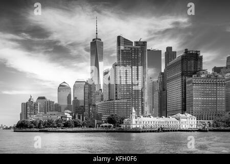 La parte inferiore di Manhattan visto dalla statua crociere Foto Stock