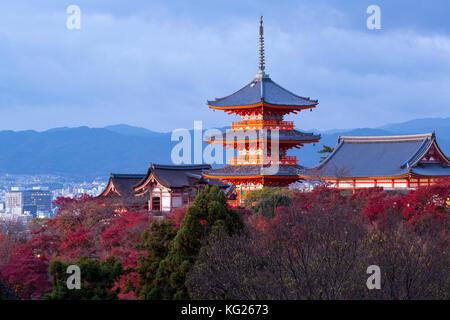 Kiyomizu-dera tempio, sito patrimonio mondiale dell'unesco, Kyoto, Honshu, Giappone, Asia Foto Stock