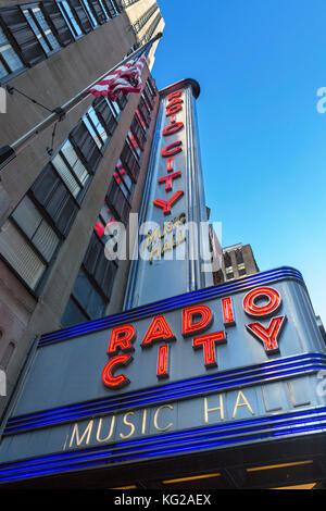 Radio City Music Hall di New York City. Radio City Music Hall, Rockefeller Center, Avenue of the Americas, Midtown Manhattan, NY, STATI UNITI D'AMERICA Foto Stock