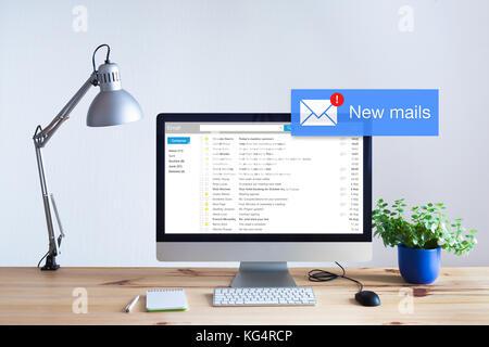 La ricezione di un messaggio di posta elettronica nella cartella Posta in arrivo con il concetto di popup di notifica Foto Stock
