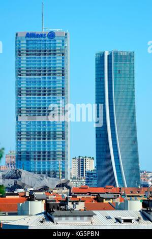 Milano, Italia, il nuovo skyline di grattacieli di citylife, vista dal monte stella park, d'estate 2017