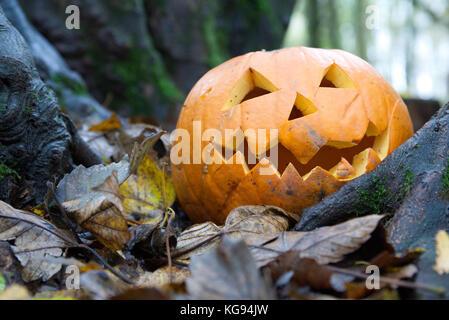 Immagine Zucca Di Halloween 94.Spooky Zucca Di Halloween Con Tagliare Volto Illuminato Con Una