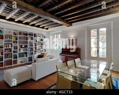 Lussuose stanze di soggiorno con tavolo da pranzo in background foto immagine stock 27337710 - Stanze da pranzo ...