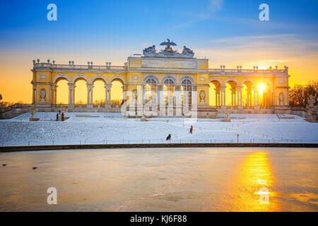 Gloriette nel Palazzo di Schonbrunn in inverno, Vienna, Austria Foto Stock