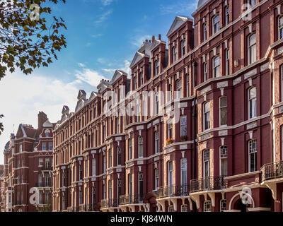 Moderni appartamenti e monolocali con blu metallo for Appartamenti londra