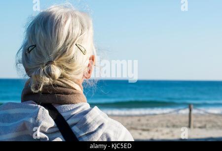 Signora matura in vacanza in Spagna