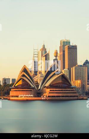 Sydney Opera House di Sunrise, Kirribilli, Sydney, Nuovo Galles del Sud (NSW), Australia Foto Stock