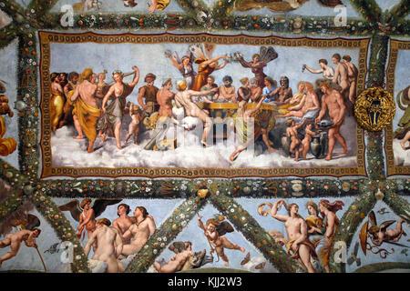 Villa Farnesina a Roma. La Loggia di Amore e Psiche, soffitto affrescato dipinta da Raffaello e la sua bottega nel Foto Stock