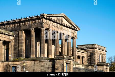 Edinburgh old royal high school o il nuovo edificio del Parlamento su Calton Hill a Edimburgo, Scozia, Regno Unito Foto Stock