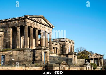 Edinburgh Old Royal High School o New Parliament Building su Calton Hill a Edimburgo, Scozia, Regno Unito Foto Stock
