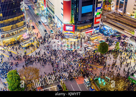 Shibuya, Tokyo, Giappone crosswalk e paesaggio. Foto Stock