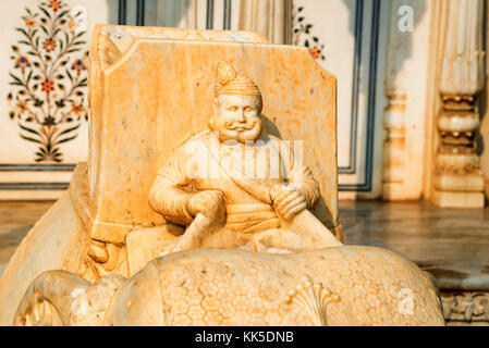 Mahout statua in city palace di Jaipur Foto Stock