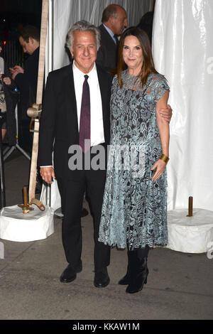 Dustin Hoffman e sua moglie lisa partecipare alla ventisettesima edizione gotham independent film awards 2017 al Foto Stock