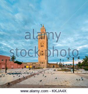 Il Marocco, Marrakech-Safi (Marrakesh-Tensift-El Haouz) regione, Marrakech. Xii secolo Moschea Koutoubia all'alba. Foto Stock