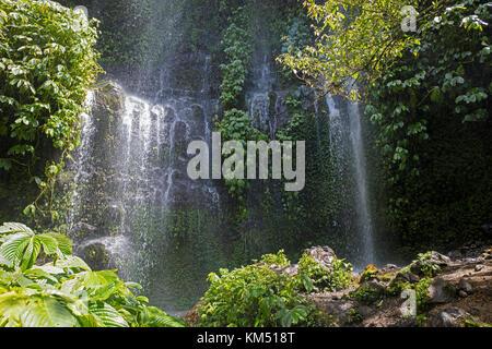 Benang kelambu cascata nella foresta tropicale vicino al villaggio di aik berik, nord batukliang, central lombok, Foto Stock