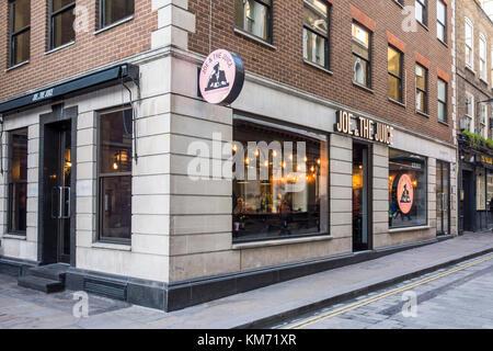 Joe & il succo su Watling Street nella città di Londra, Regno Unito Foto Stock