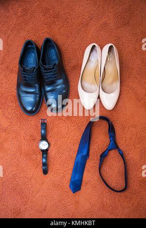 11a18419caca ... Impostare lo sposo butterfly cinture Scarpe gemelli orologi uomini di  accessori Foto Stock