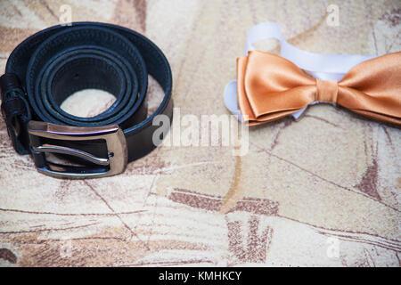 b020c789986e ... Dettagli Nozze dello sposo 2019  Impostare lo sposo butterfly cinture  Scarpe gemelli orologi uomini di accessori Foto Stock