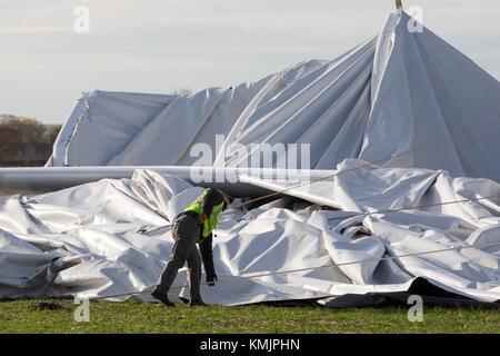 Il relitto del airlander,la più lunga del mondo aereo,la mattina di domenica 19 novembre a Cardington, bedfordshire Foto Stock