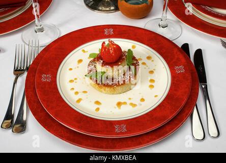 Gustosi dessert su un tavolo al ristorante Foto Stock