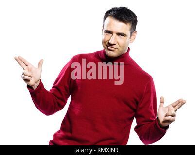 Uomo caucasico gesto pistola ritratto in studio su isolato sfondo bianco Foto Stock