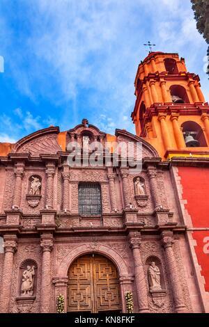 Il Templo Del Oratorio de San Felipe Neri Facciata chiesa di San Miguel De Allende, Messico. Costruito nel settecento Foto Stock