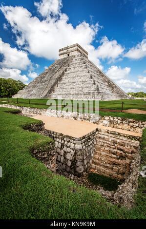 La Piramide di El Castillo a Chichen Itza (Messico). Foto Stock